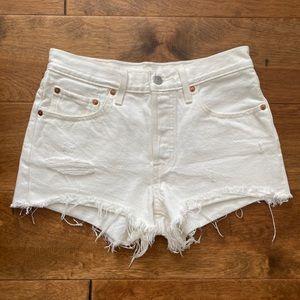 White Levi's 501 shorts ✨